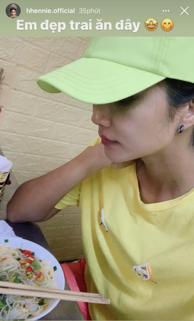 Đi ăn bún cá, HHen Niê được tiếp đón nồng nhiệt nhưng cách gọi của chủ quán khiến ai cũng phải bất ngờ - Ảnh 4.