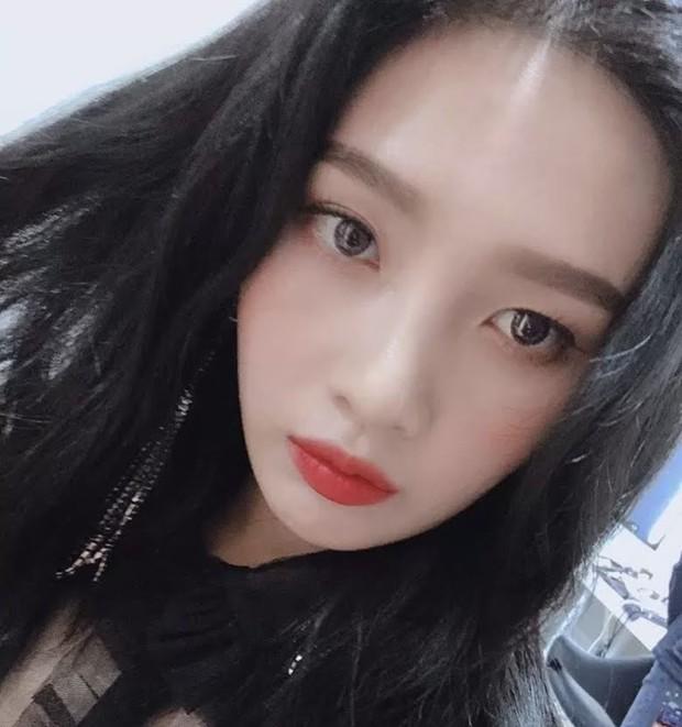 Khuyết điểm mắt không dìm nổi nhan sắc 6 idol này: V (BTS) đúng là gương mặt đẹp nhất thế giới, Yoona nổi là có lý do! - Ảnh 9.