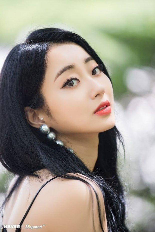 Khuyết điểm mắt không dìm nổi nhan sắc 6 idol này: V (BTS) đúng là gương mặt đẹp nhất thế giới, Yoona nổi là có lý do! - Ảnh 11.