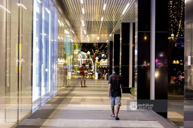 Các khu tham quan, mua sắm từng sầm uất nhất tại Sài Gòn ảnh hưởng ra sao bởi dịch Covid-19? - Ảnh 13.