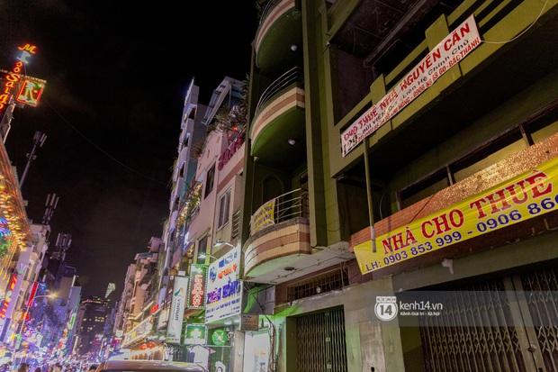 Các khu tham quan, mua sắm từng sầm uất nhất tại Sài Gòn ảnh hưởng ra sao bởi dịch Covid-19? - Ảnh 18.