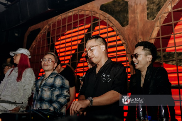 R.Tee trói thầy Binz khi trình diễn Bigcityboi trên sân khấu, nguyên team SpaceSpeakers quẩy hết mình trong show từ thiện tại TP.HCM - Ảnh 2.