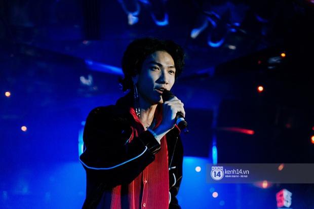 R.Tee trói thầy Binz khi trình diễn Bigcityboi trên sân khấu, nguyên team SpaceSpeakers quẩy hết mình trong show từ thiện tại TP.HCM - Ảnh 16.