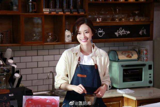 Cbiz thêm cặp đôi hot: Lâm Canh Tân bị tóm sống ôm chặt nữ đồng nghiệp, liên tục bày tỏ hành động mãnh liệt trên phố - Ảnh 5.