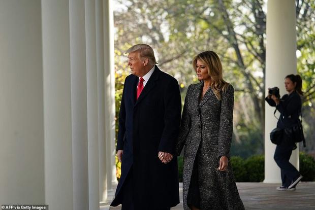 Dính nghi án hôn nhân trục trặc, Tổng thống Trump đáp lại bằng cử chỉ đầy tinh tế với Đệ nhất phu nhân trong lần xuất hiện mới nhất - Ảnh 2.