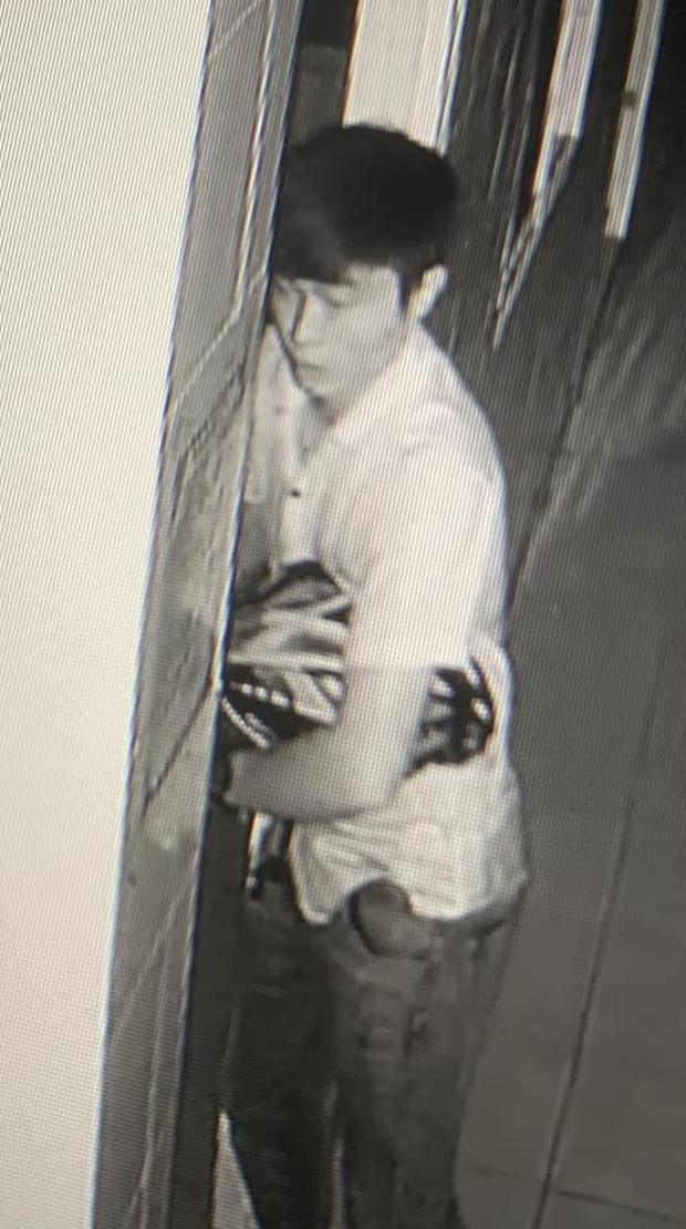 Công bố hình ảnh thanh niên cầm vật giống súng cướp ngân hàng SHB ở Bình Dương - Ảnh 2.