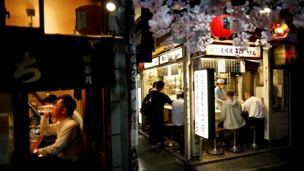 Tokyo (Nhật Bản) phải đóng cửa sớm các quán bar, nhà hàng do Covid-19 - Ảnh 1.