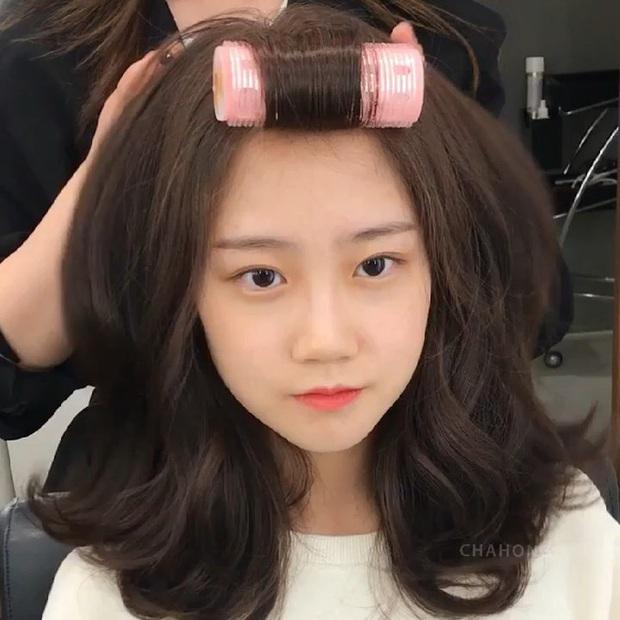 Để tóc xoăn rất dễ dừ đi vài tuổi, muốn trẻ trung thì chị em cần ghim ngay bí kíp từ chuyên gia - Ảnh 1.