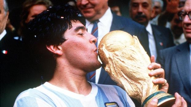 Huyền thoại Maradona vĩnh viễn ra đi ở tuổi 60 - Ảnh 1.