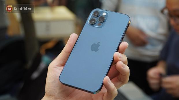 Vì sao bạn nên mua iPhone 12 chính hãng và nói không với hàng xách tay? - Ảnh 2.