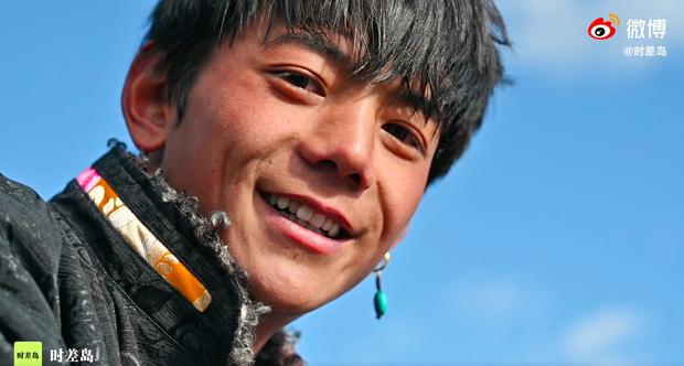 Phim tuyên truyền của hotboy Tây Tạng Đinh Chân chính thức lên sóng: Cảnh đẹp mà người đẹp gấp đôi! - Ảnh 14.
