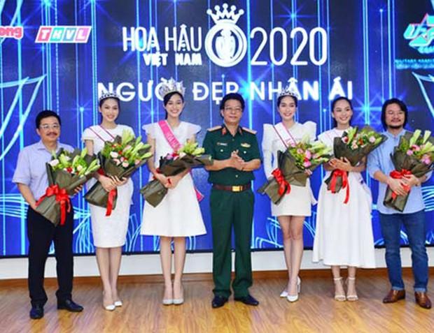 Clip hiếm hoi Hoa hậu Việt Nam và 2 Á hậu đọ sắc cùng khung hình qua camera thường: Dáng đi như catwalk và ngũ quan ngoài đời gây chú ý - Ảnh 5.