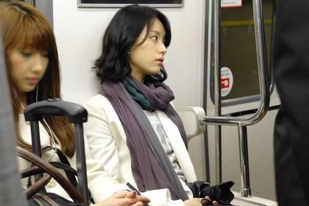 Dàn tuyệt sắc mỹ nhân Kbiz ngoài đời: Han Ga In, Jeon Ji Hyun cũng phải chịu thua chị đại vạn người... sợ Kim Hye Soo! - Ảnh 14.
