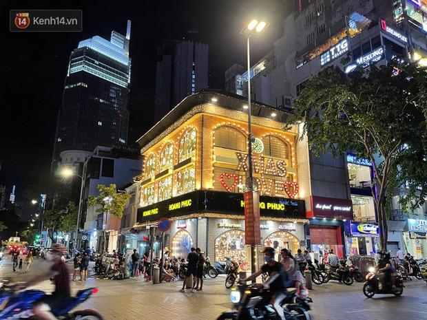 Ngắm Sài Gòn về đêm qua ống kính iPhone 12 Pro Max - Ảnh 12.