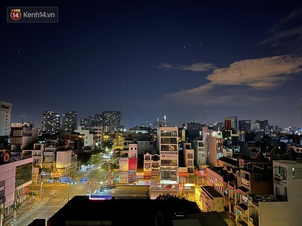 Ngắm Sài Gòn về đêm qua ống kính iPhone 12 Pro Max - Ảnh 20.