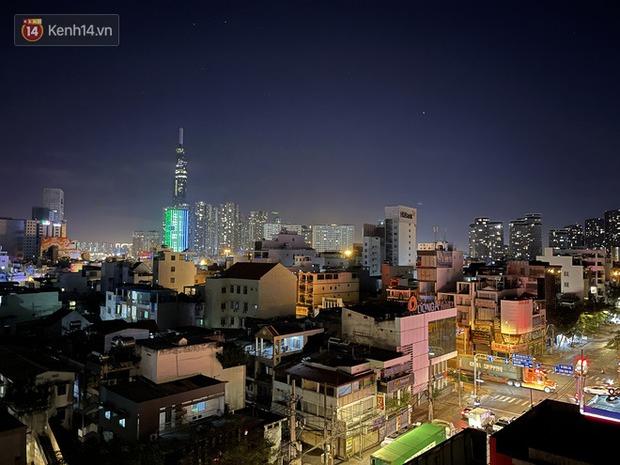 Ngắm Sài Gòn về đêm qua ống kính iPhone 12 Pro Max - Ảnh 21.