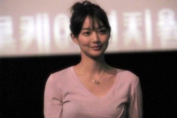 Dàn tuyệt sắc mỹ nhân Kbiz ngoài đời: Han Ga In, Jeon Ji Hyun cũng phải chịu thua chị đại vạn người... sợ Kim Hye Soo! - Ảnh 5.