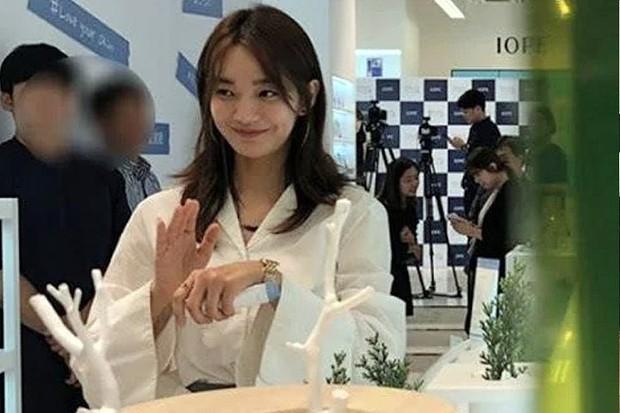 Dàn tuyệt sắc mỹ nhân Kbiz ngoài đời: Han Ga In, Jeon Ji Hyun cũng phải chịu thua chị đại vạn người... sợ Kim Hye Soo! - Ảnh 4.