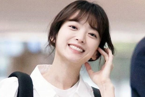 Dàn tuyệt sắc mỹ nhân Kbiz ngoài đời: Han Ga In, Jeon Ji Hyun cũng phải chịu thua chị đại vạn người... sợ Kim Hye Soo! - Ảnh 32.
