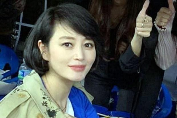 Dàn tuyệt sắc mỹ nhân Kbiz ngoài đời: Han Ga In, Jeon Ji Hyun cũng phải chịu thua chị đại vạn người... sợ Kim Hye Soo! - Ảnh 21.