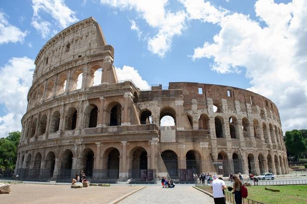 Phun sơn lên tác phẩm nghệ thuật, làm hỏng cổ vật chỉ để chụp ảnh: rất nhiều khách du lịch quốc tế đã phá hoại các điểm du lịch nổi tiếng - Ảnh 3.