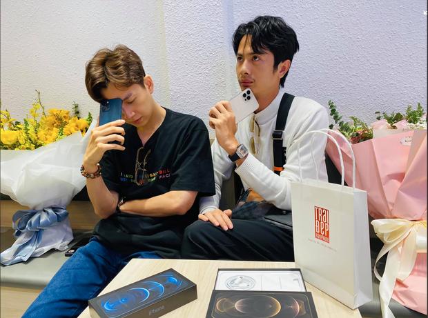 iPhone 12 chính hãng mở bán tại Việt Nam, nhạc sỹ Dương Khắc Linh chốt đơn luôn 4 chiếc, Bảo Thy, Ngô Kiến Huy cũng hào hứng khoe đặt hàng - Ảnh 5.