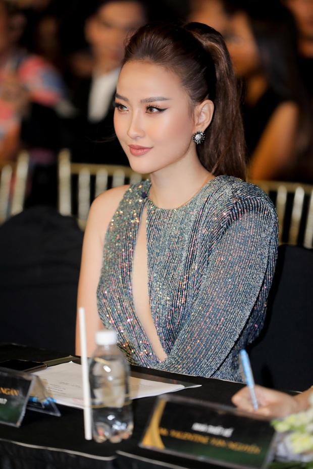 Bán kết Hoa khôi Du lịch Việt Nam 2020: Khánh Ngân đầy gợi cảm, Top 30 trình diễn ấn tượng trang phục dân tộc lạ mắt - Ảnh 3.