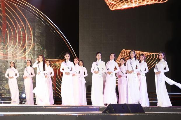 Bán kết Hoa khôi Du lịch Việt Nam 2020: Khánh Ngân đầy gợi cảm, Top 30 trình diễn ấn tượng trang phục dân tộc lạ mắt - Ảnh 5.