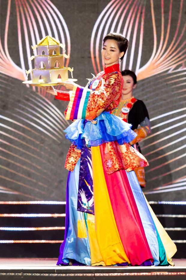 Bán kết Hoa khôi Du lịch Việt Nam 2020: Khánh Ngân đầy gợi cảm, Top 30 trình diễn ấn tượng trang phục dân tộc lạ mắt - Ảnh 9.