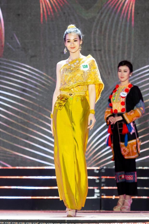 Bán kết Hoa khôi Du lịch Việt Nam 2020: Khánh Ngân đầy gợi cảm, Top 30 trình diễn ấn tượng trang phục dân tộc lạ mắt - Ảnh 11.