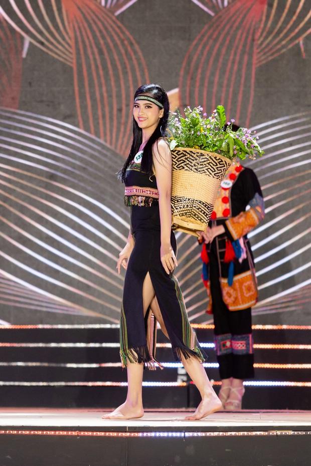 Bán kết Hoa khôi Du lịch Việt Nam 2020: Khánh Ngân đầy gợi cảm, Top 30 trình diễn ấn tượng trang phục dân tộc lạ mắt - Ảnh 15.