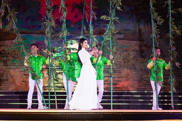 Bán kết Hoa khôi Du lịch Việt Nam 2020: Khánh Ngân đầy gợi cảm, Top 30 trình diễn ấn tượng trang phục dân tộc lạ mắt - Ảnh 18.