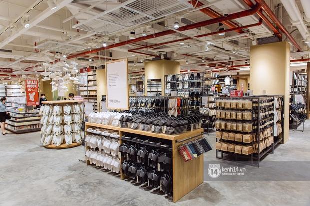 Flagship store MUJI Sài Gòn chính thức mở cửa: 1001 góc sống ảo, ngoài tốn tiền thì còn tốn thêm cả pin điện thoại vì chụp hình mệt nghỉ! - Ảnh 13.