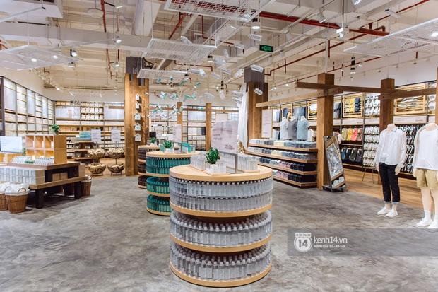 Flagship store MUJI Sài Gòn chính thức mở cửa: 1001 góc sống ảo, ngoài tốn tiền thì còn tốn thêm cả pin điện thoại vì chụp hình mệt nghỉ! - Ảnh 14.