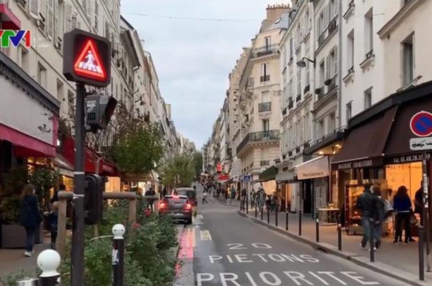 Nước Pháp đã qua đỉnh dịch lần 2, thận trọng nới lỏng giãn cách - Ảnh 1.