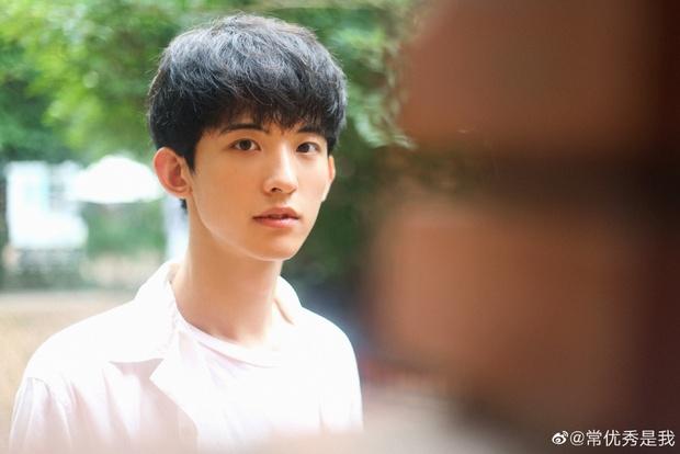 Thanh Xuân Có Bạn 3 chưa lên sóng nhưng đã có 2 mỹ nam gây bão: Thực tập sinh SM, vừa soái vừa cute khiến fan đổ đứ đừ - Ảnh 18.