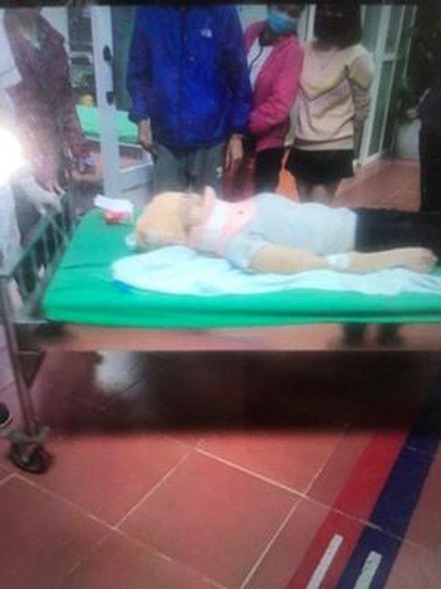 Hà Nội: 2 cô gái trẻ nguy kịch sau khi liên tiếp bị 2 ô tô tông trúng rồi kéo lê hàng trăm mét, tài xế rồ ga chạy bỏ mặc nạn nhân - Ảnh 2.