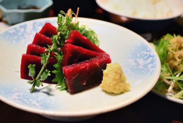 Súp vi cá mập, gan ngỗng, sushi cá ngừ xanh, liệu con người có thấu nỗi đau ai oán mà loài vật phải chịu đựng để cho ra ẩm thực tinh hoa? - Ảnh 2.