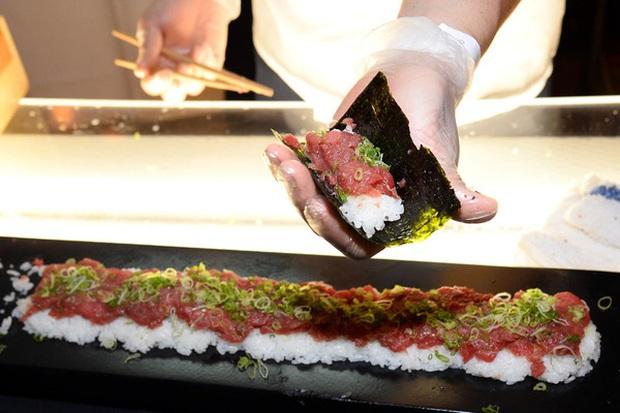 Súp vi cá mập, gan ngỗng, sushi cá ngừ xanh, liệu con người có thấu nỗi đau ai oán mà loài vật phải chịu đựng để cho ra ẩm thực tinh hoa? - Ảnh 10.