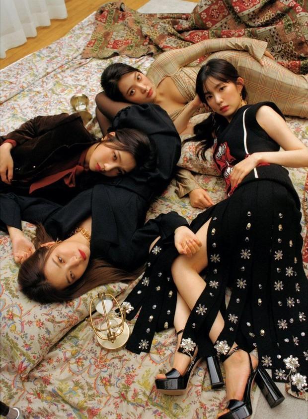 """Red Velvet gây tranh cãi với ảnh tạp chí mới: Em út là trùm cuối với vòng 1 bốc lửa, Irene từ nữ thần hoá """"trà xanh"""" trong mắt Knet - Ảnh 4."""