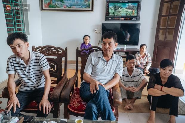 Hà Nội: Gia đình đau xót lên tiếng vụ bé trai 15 tháng tuổi sùi bọt mép trên tay mẹ rồi tử vong sau mũi tiêm - Ảnh 2.