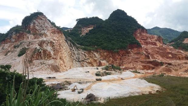 Nghệ An: Khối đá lớn bất ngờ sập xuống, một công nhân tử vong - Ảnh 1.