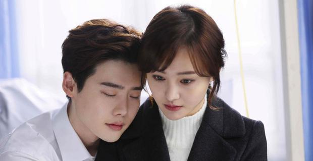 Thoát lời nguyền đắp chiếu, phim của Lee Jong Suk - Trịnh Sảng cuối cùng cũng chốt ngày lên sóng? - Ảnh 2.