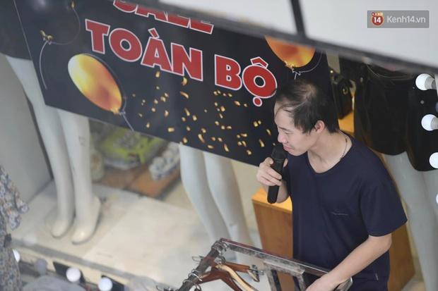 Ảnh: Phố mua sắm ở Hà Nội vắng như chùa Bà Đanh dù vào giờ nghỉ trưa ngày Black Friday - Ảnh 10.