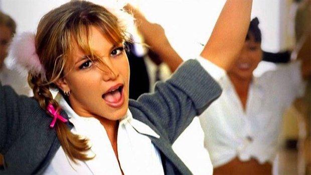 Tạo hình bắt lú của nữ nghệ sĩ Vpop: Quen với hình ảnh hát ballad đượm buồn, nay lại rất Bích Phương còn style y hệt Britney Spears? - Ảnh 2.