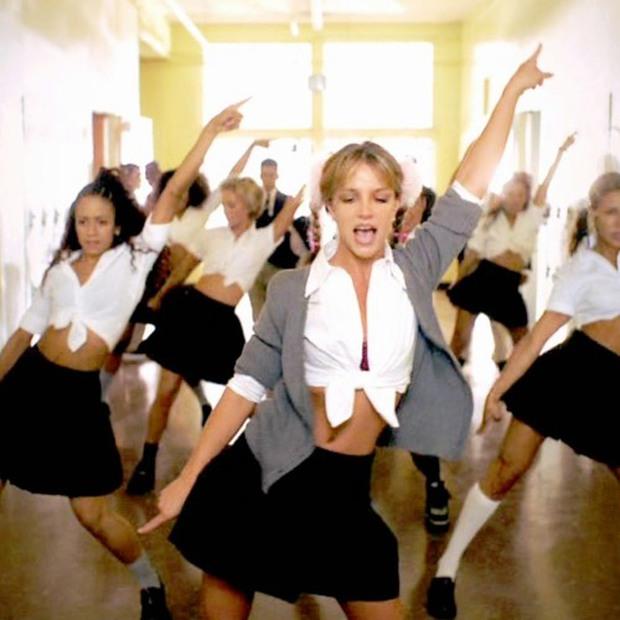 Tạo hình bắt lú của nữ nghệ sĩ Vpop: Quen với hình ảnh hát ballad đượm buồn, nay lại rất Bích Phương còn style y hệt Britney Spears? - Ảnh 3.