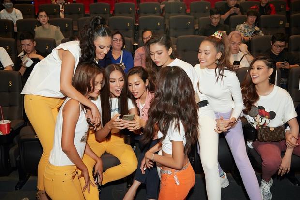 9 thí sinh Hoa hậu, Á hậu hoá SNSD trong buổi công chiếu show thực tế Vietnam Why Not - Ảnh 4.