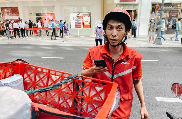 Ảnh: Shipper Sài Gòn làm việc hết công suất, nhận hàng trăm đơn hàng trong ngày Black Friday - Ảnh 2.