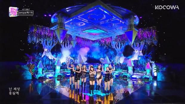 Sân khấu của aespa lại bị tố đạo nhái, netizen mỉa mai SM không còn là sách mẫu, để gà nổi bằng scandal - Ảnh 3.