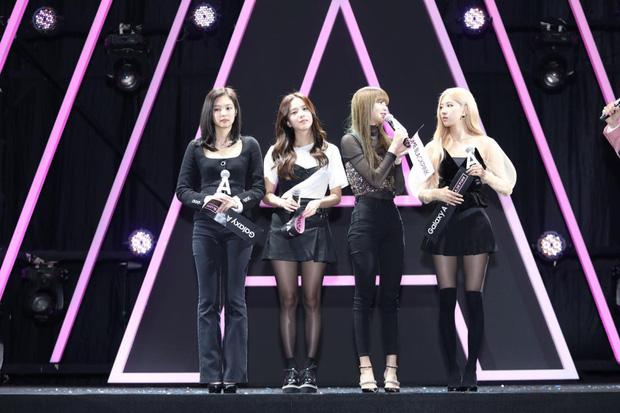 Tưởng là công chúa YG được biệt đãi, ai dè Jennie cũng 5 lần 7 lượt bị dìm đến mức như tàng hình giữa BLACKPINK - Ảnh 5.